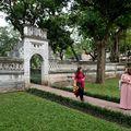Vietnamské krásky v zahradě Chrámu literatury