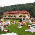 Piknik v bílém aneb Navštivte lázně před 100 lety