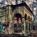 Ten starý dům se rozpadá...