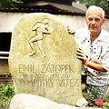 Náhrobek Emila Zátopka, mého velkého idolu a moje maličkost