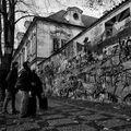 Zaujati Lennonovou zdí