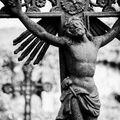Co po nás zbude? Jen kříže na hrobech.