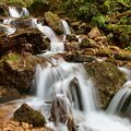 Teče voda, teče, po kameni skáče ...