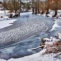 U zamrzlé řeky