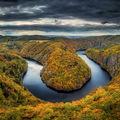 Dramatický Máj v barvách podzimu
