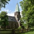 Evangelický kostel Vykupitele, Kamenný kostel na půdorysu kříže s šestibokou věží. Jediný kostel tohoto typu v Evropě.