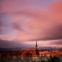 Zálesní Lhota-kostel sv.Jana Nepomuckého, v pozadí Krkonoše