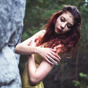 žena lesní a skalní