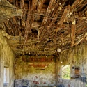 opustená garáž na starej píle
