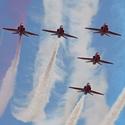 Červené šípy barví nebe nad Ostravou