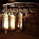 ve sklepě vína a kořalky