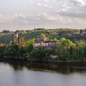 Hrad Zvíkov pohledem z osady Varta
