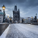 Praha zimní - na mostě