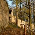 Hradby zříceniny hradu Lukov..