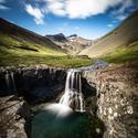 jeden z mnoha vodopádů na Islandu