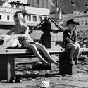 Život na náměstí v Českých Budějovicích - poslední letní dny.