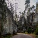Mezi skalami