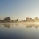 mlha na rybníku