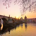 Východ slunce na Karlově mostu