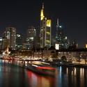 Noční Mainhatten ve Frankfurtu