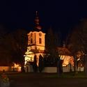 dušičkový pohled na kostel  Petra a Pavla v Petrovicích