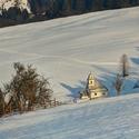 Kostolík v údolí