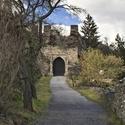 Ke hradu