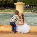 Jedna sourozenecká u fontány
