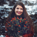 Emília s květinou