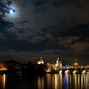 Měsíc krájí nebe