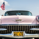 Růžový Cadillac (jak jinak)