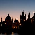 Praha se probouzí.