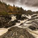 Eas Urchaidh Waterfall_Skotsko