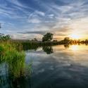 Západ pri rybníku