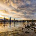 Dnešní ranní východ slunce na Karlově mostu