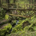 přes potok do ráje