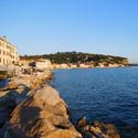 Prosluněné pobřeží Piranu