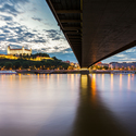 -Pod mostom-