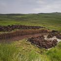 Těžba rašeliny na skotské vysočině