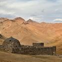 Údolí Tash Rabat - bývalá ubytovna na hedvábné stezce (Silk Road) z 10.stol.