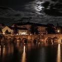 Měsíc nad řekou