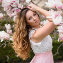 Dívka s magnoliemi