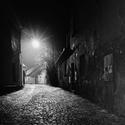 Stíny a světla ulice