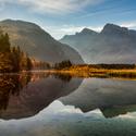 Jezero Almsee a pohoří Totes Gebirge