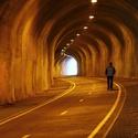 sám v tunelu