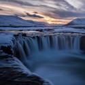 Západ slunce nad vodopádem Godafoss