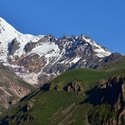 Nad Mount Kazbeg zcela jasno
