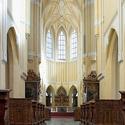 Před oltářem