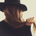 Aj jediný vlas má svoj tieň....