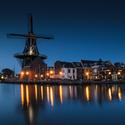 Večerní mlýn Molen de Adriaan v Haarlemu
